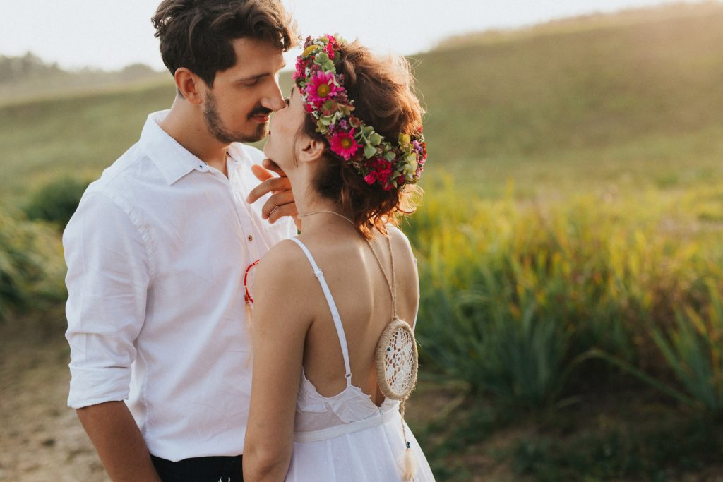 Boho bride wedding photosession, dream catcher wedding gown flowers